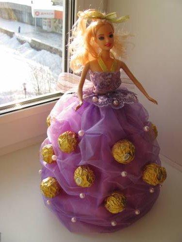 Куколка из конфет своими руками